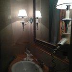 Baño de la hab. Probablemente para discapasitados porque el baño estaba totalmente orientado a e