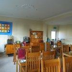 Breakfast room that had 24 hr. access to tea, coffee, OJ or hot chocolate