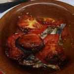 Tagame (batatas, aliche e tomate fresco). Gostei muito!