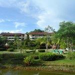 Schöne Hotelanlage bei Tag