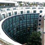 Forme incurvée de la façade vue de la terrasse