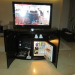 Servi bar and tv swivels from bed to sofa area