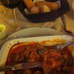 Noque de espinafre ricota e molho de tomate cremoso
