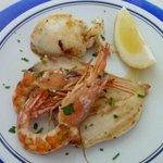 Excellent plat de poisson et calmars grillés ( servi au dîner) !