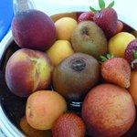 grand plat de fruits comme dessert !