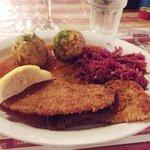 Wienerschnitzel, knödel and red cabbage