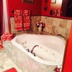 Rose Suite jacuzzi