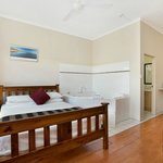 Cairns City Sheridan Spa Suite 4