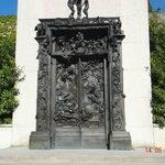 Portões do Inferno - no jardim próximo à entrada