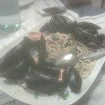 Questa é una porzione,notate quantità di pesce,prezzo euro 12