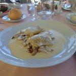 Poularde de Bresse à la Crème au Vin Jaune du Jura ,Riz Gratiné aux Champignons de Saison