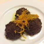 Muss al cioccolato di de Bond con scorzette di arancio