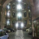 Palazzo Sanfelice - ingresso dalla strada