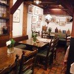 Petite salle à manger dans le Swiss-Chalet