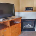 """40"""" HDTV & Fireplace"""