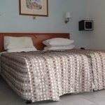 room 201 - studio - twin beds