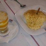 Espuma de iogurte com polpa de manga e farófias!