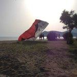 Gleitschirm-Landeplatz am Strand