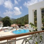 Blick vom Restaurant zum Pool