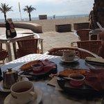 Frukost vid Playa San Juan.