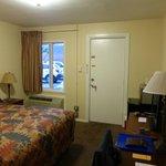 Zimmer 100 / Room 100