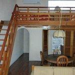 Wohnraum mit Treppe zum Loft