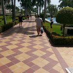walk to pool and beach