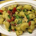 Gnocchi di patate con gamberi e zucchine