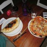 Calzone und Pizza