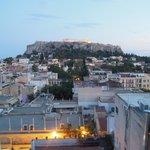 Вид на Акрополь из бара на крыше отеля