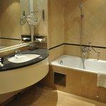 Bañera con duchador