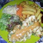 Lambi grillé frites cruditès