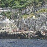 La Gradola vista desde el mar paseando en Barco