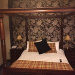 Bridal suite four poster bed