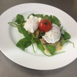 1904 Cafe! Great Coffee, free wi-fi. Poached eggs on spinach & creamed portabello mushrooms.