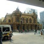 fachada prinicipal do teatro