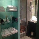 Suite 747. Equipamiento baño