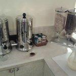 piano thè, caffè e succo di arancia per la collazione