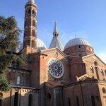 Basilica S.Antonio: Imponente ma armonicamente movimentata.