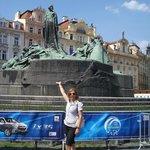 monumentos por todos os lados ,este e no meio da praça ao lado d relogio