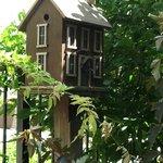 GARDEN HOUSING