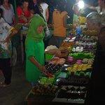 Gili T night market...Green Cafe cakes!
