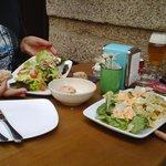 Ensalada de espinacas y ensalada de sardinas
