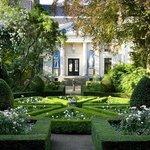 The garden of Museum Van Loon, photography Peter Kooijman