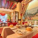 Salle du Petit-Déjeuner // Breakfast Room