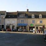 Au resto': emplacement place de l'église (Rochefort-sur-Loire)