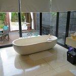 1 bed villa bathroom