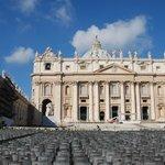 Вид на собор св.Петра с площади