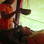 Ayurveda, Shirodara masaje al 3 ojo