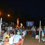 beach party avec ecran géant pour suivre la coupe du monde
